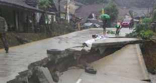Ruas Jalan Betonisasi Saketi-Malingping Ambruk, Lalu Lintas Dialihkan Sementara
